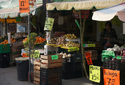 Mazatlán January 2013  A great set shops 3.2 km from Fonatur. Tienda de frutas y verduras, a juice place, butcher and a tortillas shop.